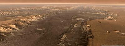 Facebook cove le plus grand canyon du système solaire