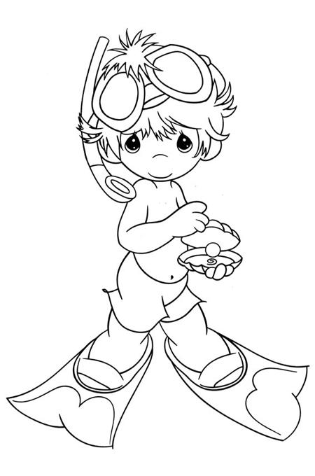 صورة طفل صغير يرتدي زي الغوص بالماء وهو مبتسم للتلوين