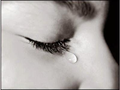 من يشتري دموع عينيك ؟ !