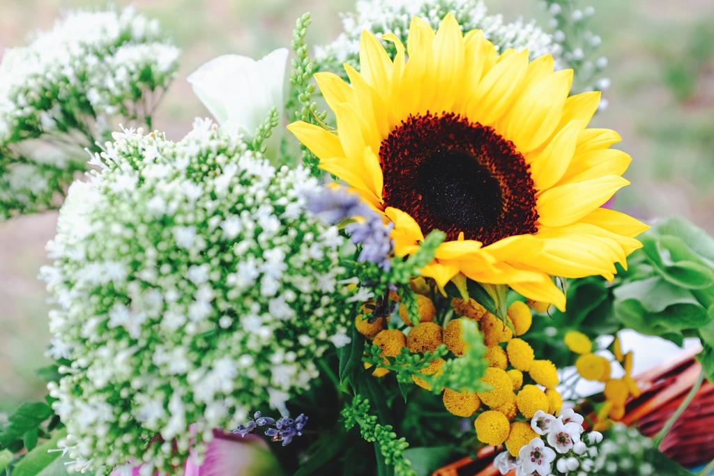 Sunflower wedding bouquets - Wisconsin Farm Wedding