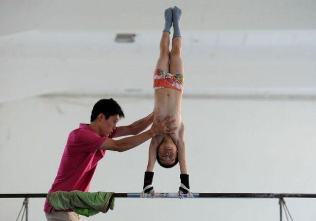 الصين وكيفية صناعة الأبطال الألومبيين China-gymnasium-Olympic-children-23