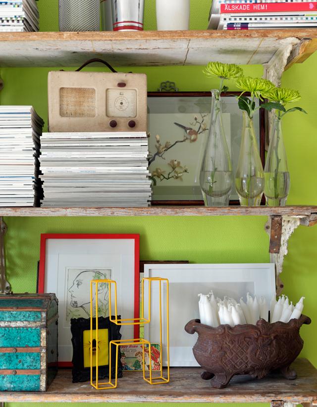 decorar un estudio con muebles vintage antiguos estanteria revistas