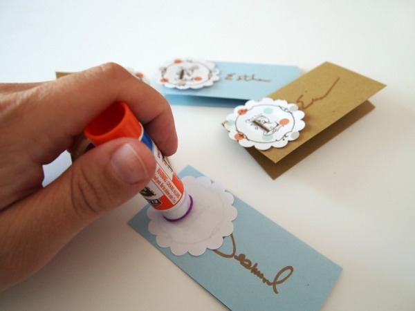 Make these easy place cards for your Thanksgiving get-togethers!