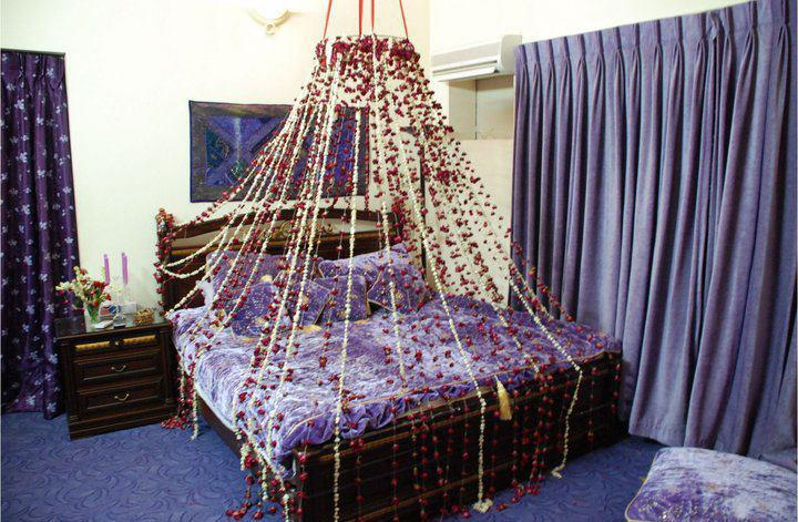 Wedding beds decorations dulha dulhan for Asian wedding bed decoration