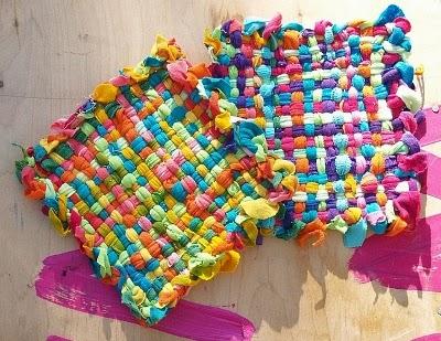 Peque as alfombras hechas de tela manualidades f ciles for Trabajos artesanales para hacer en casa