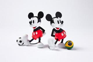 Gambar boneka Mickey dan Minnie Mouse berpasangan 11