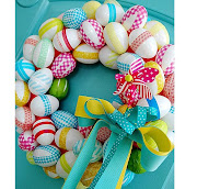 Ya se acerca la Pascua y hay que empezar a preparar todo. corona de huevos para pascua manualidades cinta papel de regalo decoracion decorar puertas paredes rapido facil barato ahorro