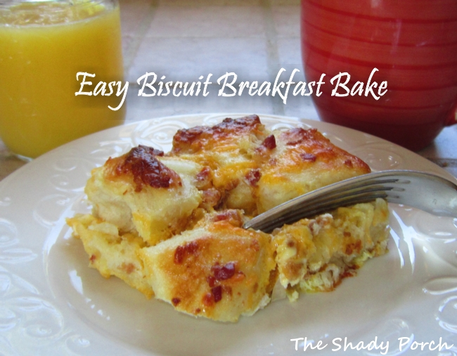Easy Biscuit Breakfast Bake #breakfast #baked #eggs #biscuit