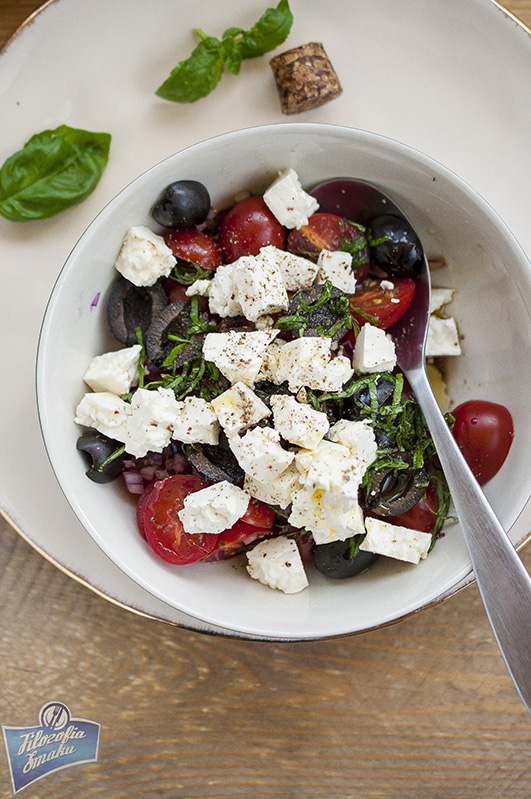Sałatka z pomidorów i oliwek