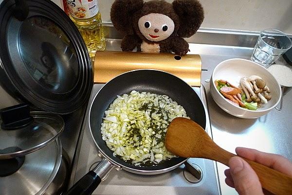 ウインナーとアスパラのピラフ半熟卵のせの作り方(1)