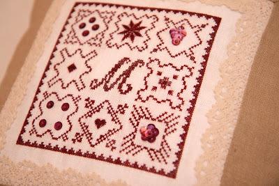 подушка с вышивкой крестиком