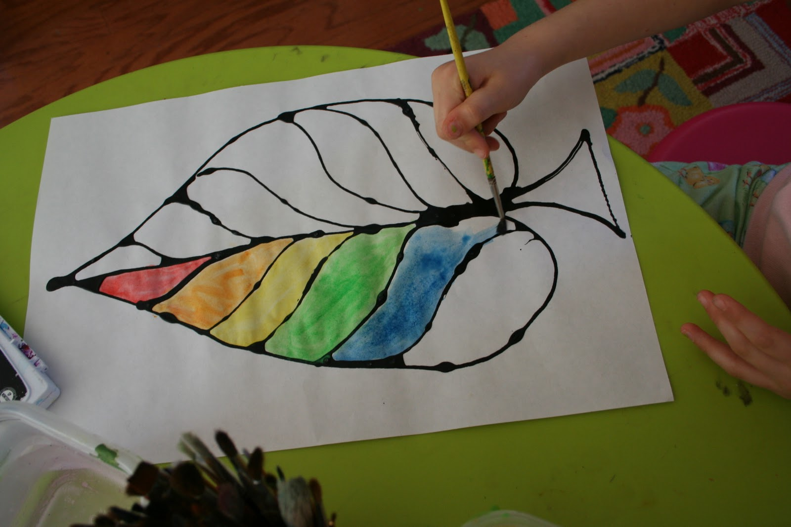 Leaf Shapes for Crafts http://pinkandgreenmama.blogspot.com/2011/10/easy-fall-kid-craft-colored-glue-leaves.html
