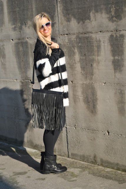 borsa con frange come abbinare una borsa con frange abbinamenti borsa con frange outfit borsa con frange fringed bag how to wear fringed bag how to combine ringed bag how to match fringed bag black fringed bag borsa nera con frange blonde girl blonde hair blondie outfit casual invernali outfit da giorno invernale outfit gennaio 2016 january  outfit january 2016 outfits casual winter outfit mariafelicia magno fashion blogger colorblock by felym fashion blog italiani fashion blogger italiane blog di moda blogger italiane di moda fashion blogger bergamo fashion blogger milano fashion bloggers italy italian fashion bloggers influencer italiane italian influencer