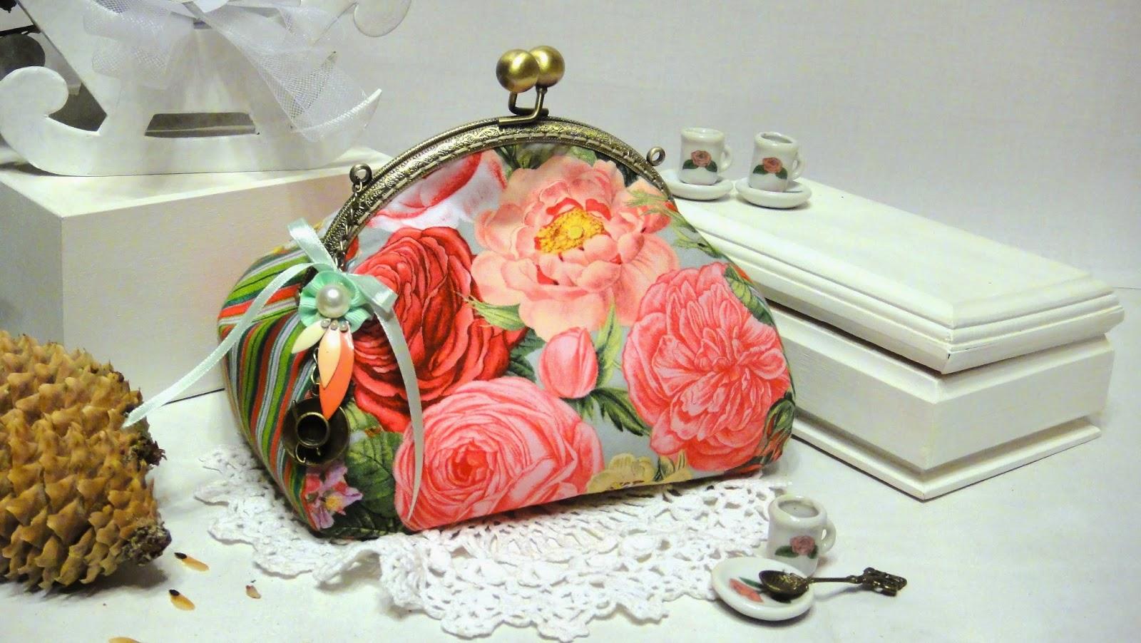 Розовая косметичка с розами - косметичка с фермуаром