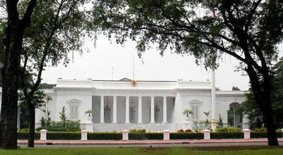 Jelang HUT RI 17-08-2012, Istana Negara Mulai Dipercantik