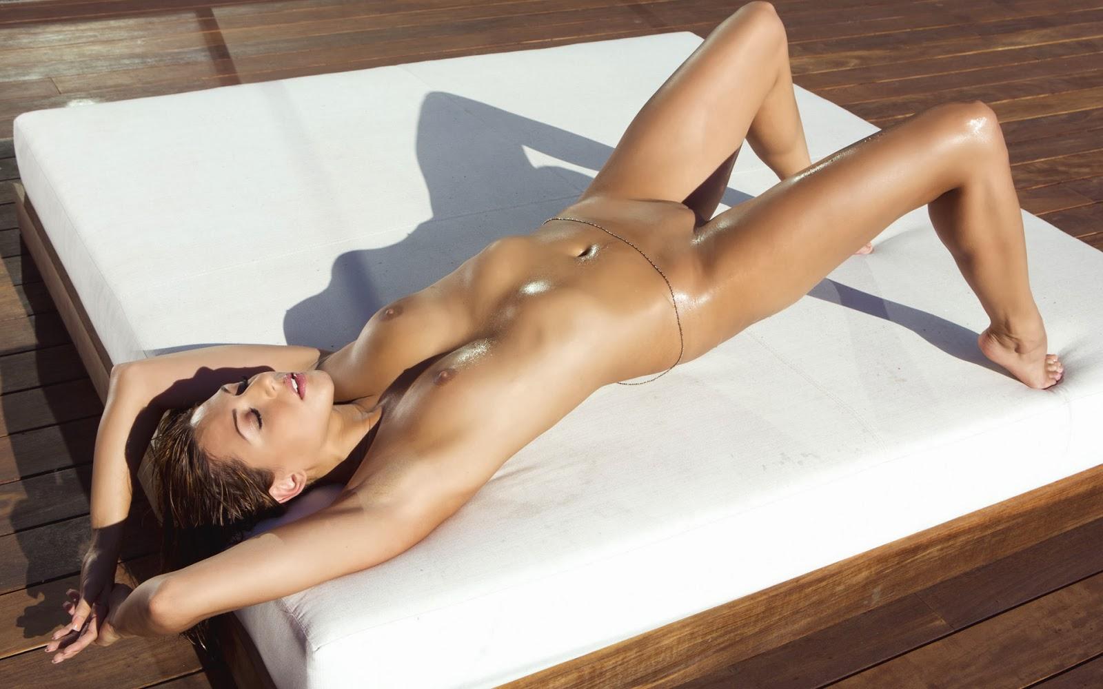 Ariana Loken Naked Shaved Pussy Model