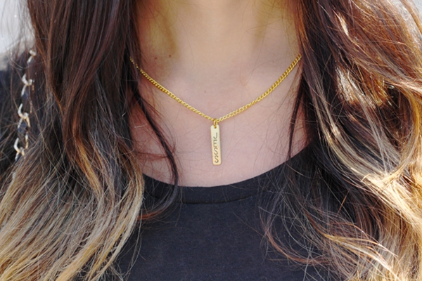 Dress Like Jess Jessica Lemos jesslemos custom gold name necklace 9th & elm