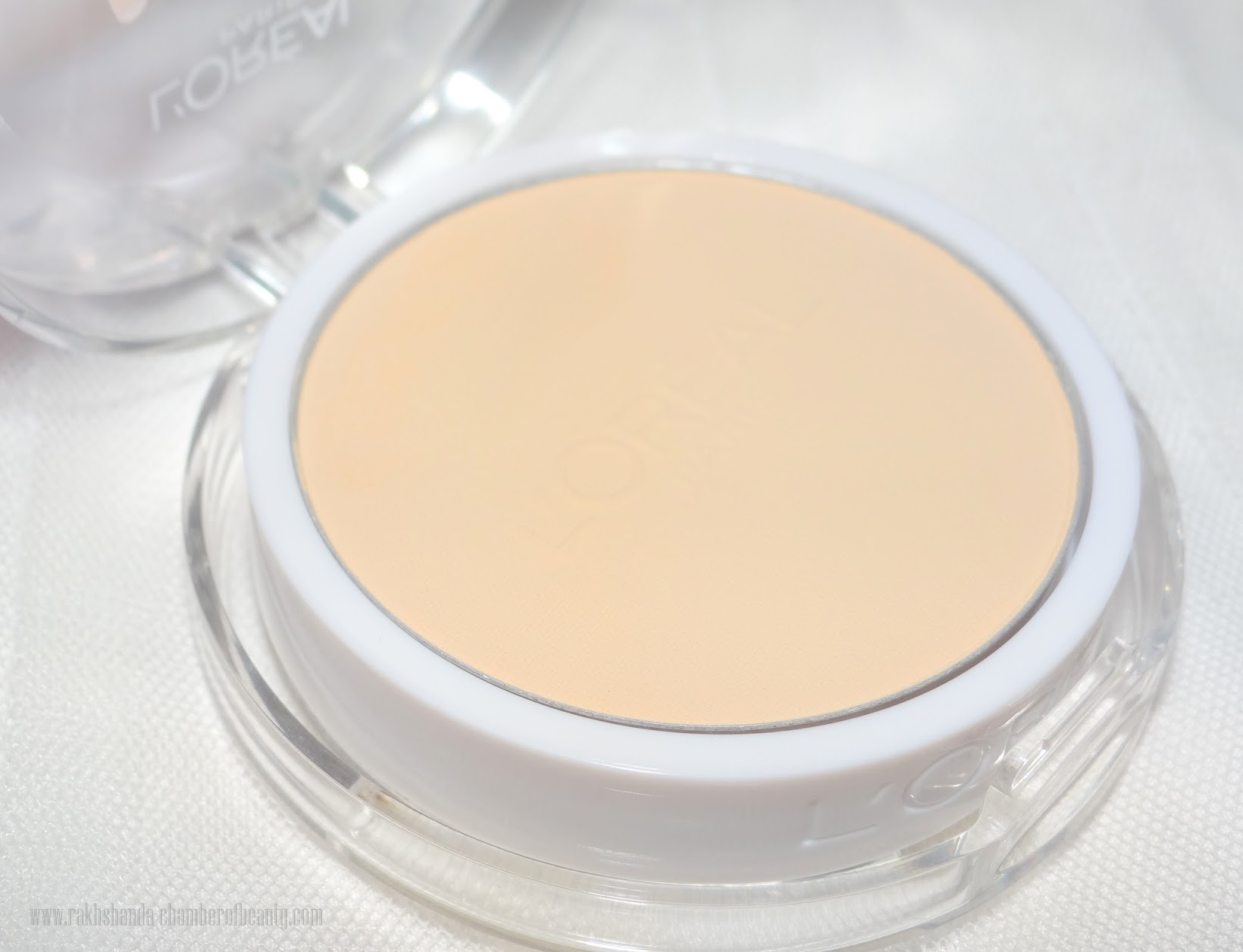 L'Oreal Paris Mat Magique All-in-One Transforming Powder(N2)- review, swatches, Indian beauty blogger, Chamber of Beauty