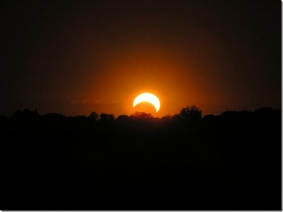 Gerhana Matahari Cincin Di Asia Dan As [ www.BlogApaAja.com ]