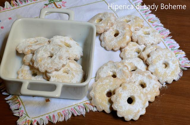 hiperica_lady_boheme_blog_di_cucina_ricette_gustose_facili_veloci_dolci_biscotti_canestrelli_al_burro_2