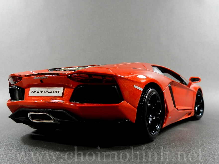 Lamborghini Aventador 1:18 bBurago orange back