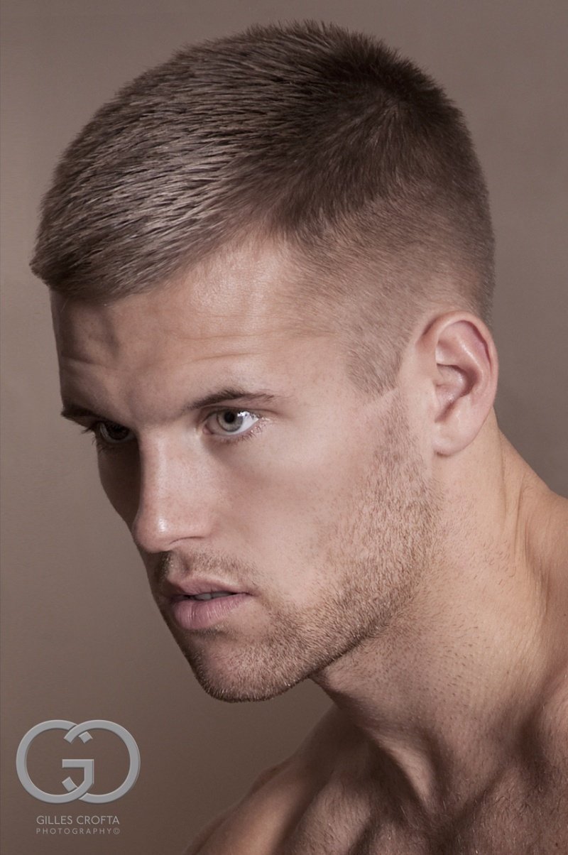 Прическа на короткие волосы для мужчин фото