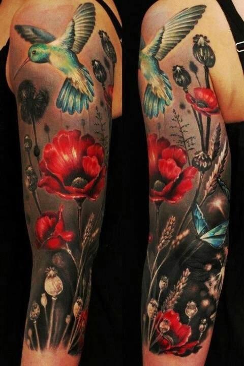 Tatuagem feminina no braço fauna e flora - tatuagem beija-flor