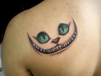 Tatuaje Gato Alicia en el país de las maravillas