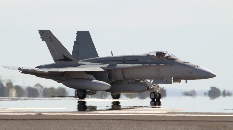http://4.bp.blogspot.com/-EdPQrFFt3o0/Te-kWwyBuMI/AAAAAAAAFnc/q-37A8aB3Vk/s1600/mcdonnell_douglas_fa_18_hornet_aircraft-wallpaper_002.jpg