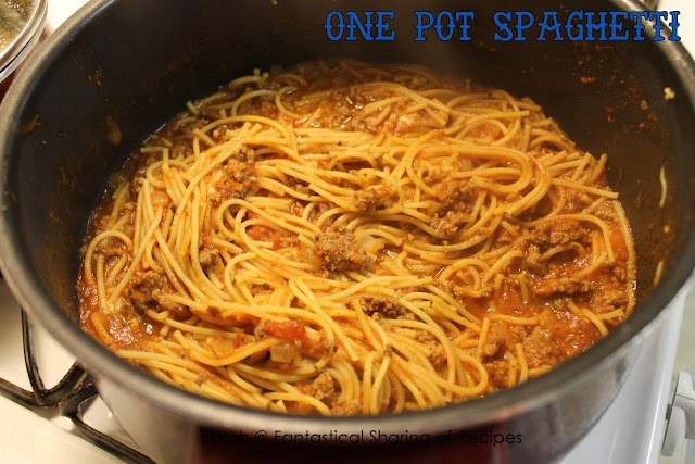 One Pot Spaghetti - with an ingredient that you normally don't find in spaghetti that blows it out of the water! #spaghetti #pasta #dinner