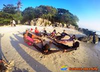 wisatawan di pulau karimun jawa