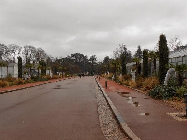 Promenade au Parc de la tête sous un ciel gris