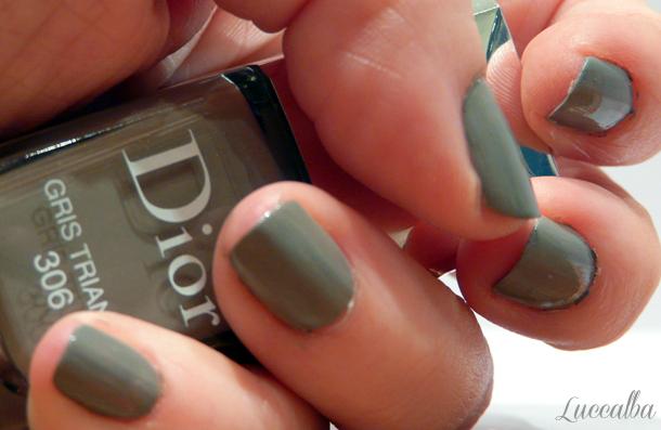 laca de uñas gris trianon