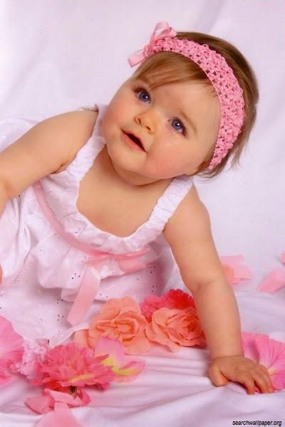 Image bébé fille en rose