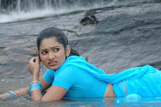 kadhalai kadhalikkiren movie anjali joyi saree hot images