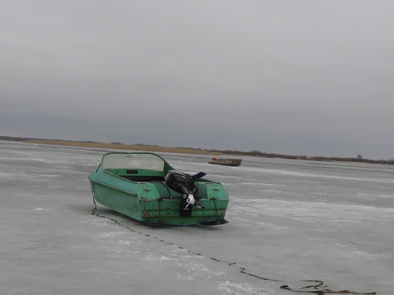 Лодки на льду