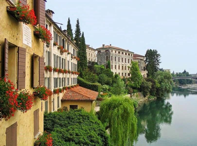 Bassano Del Grappa Italy  city photo : Ponte Vecchio ou Ponte Degli Alphini, sobre o Rio Brenta.