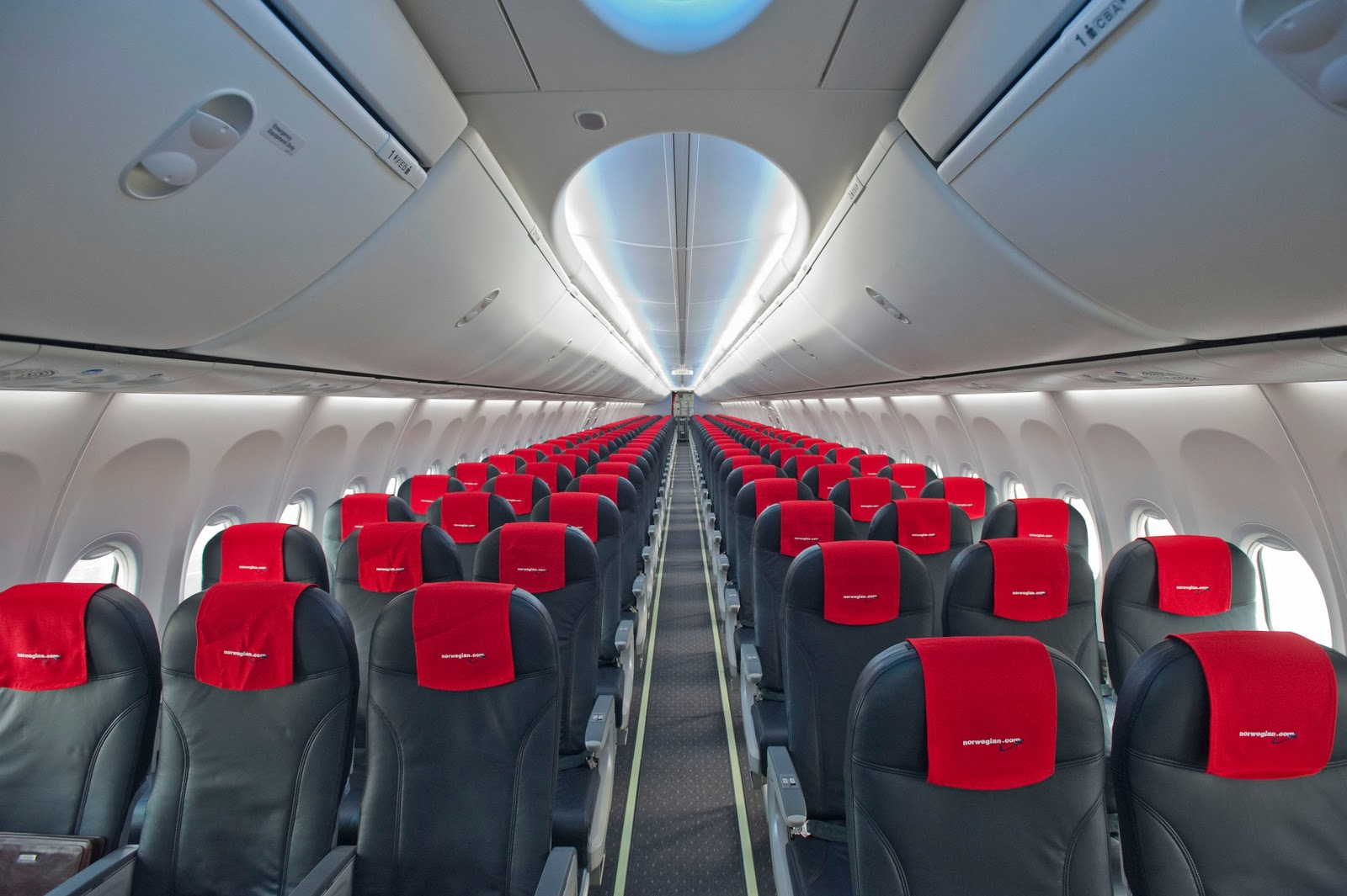 Norwegian air shuttle places largest ever boeing order for Interieur avion ryanair