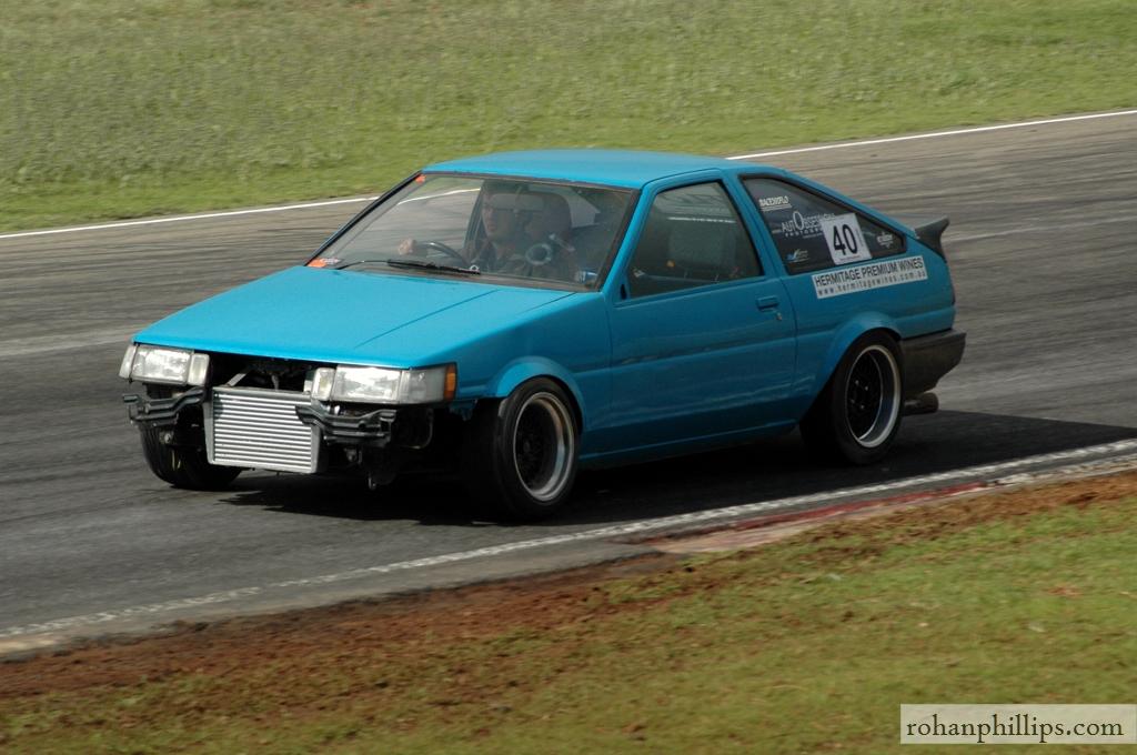 Toyota+Sprinter+AE86+drifting+Mallala+2005+5.jpg