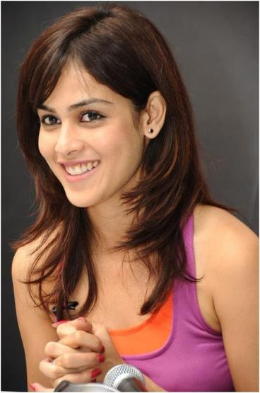 genelia-exposed-her-hairy-porn-pussy-images