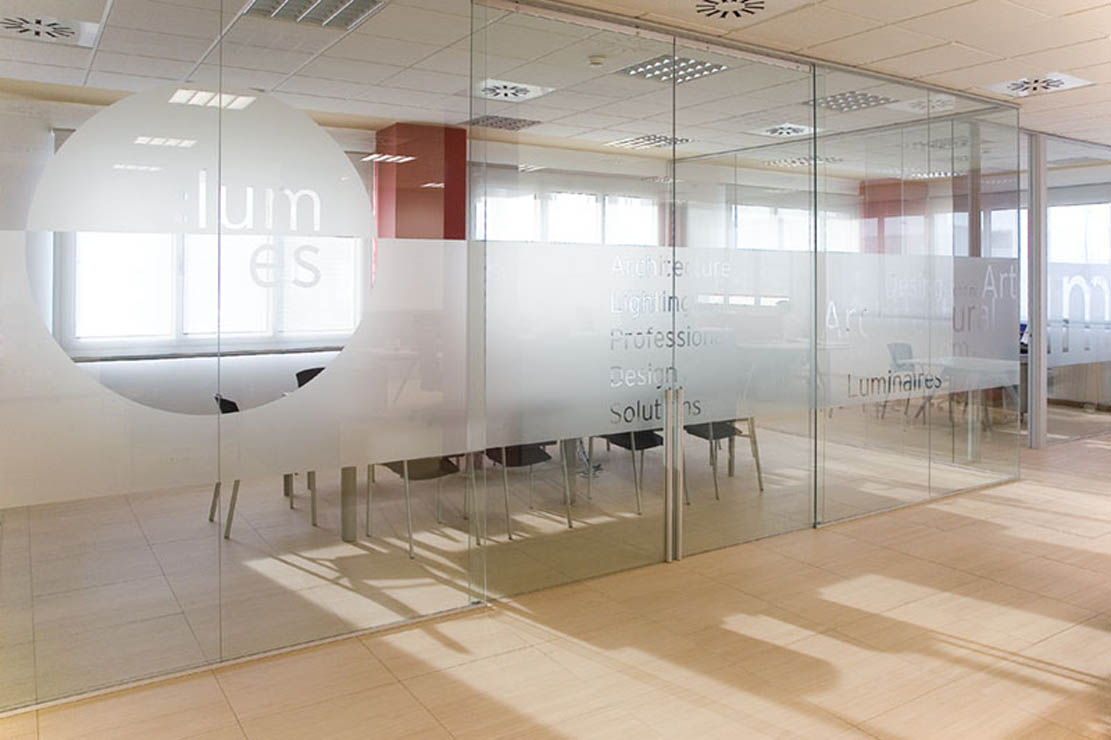 Arenado de mamparas decorativas arenado en mamparas de for Cerramientos para oficinas