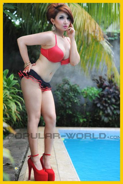 Foto gambar hot seksi terbaru lengkap Roro Fitria politikus Indonesia.