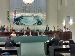 Deputados alagoanos criam 120 cargos comissionados