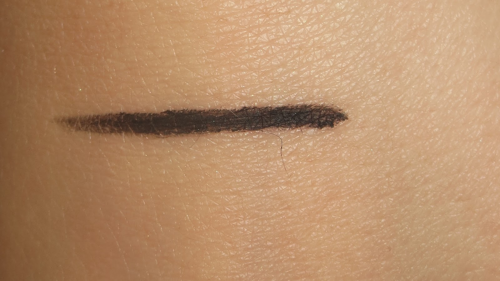 Lise Watier 24 HRS Gel Liner swatch