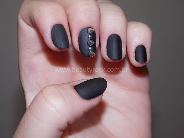 unhas/Nail art com spikes, rebites, tachinhas