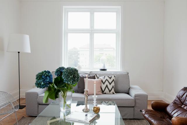 Buscando el sof perfecto la garbatella blog de for Sofa gris claro color pared