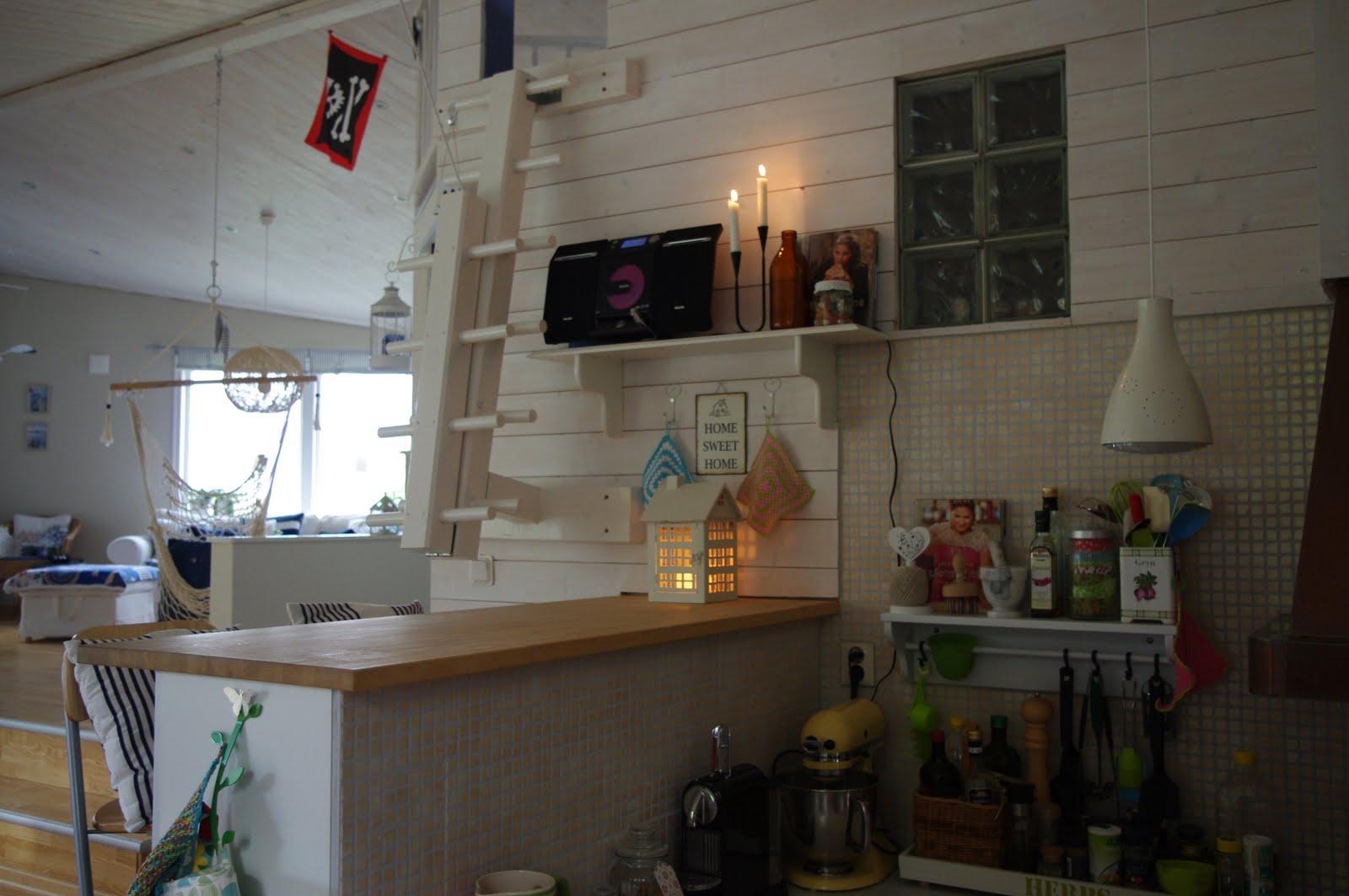 LOTTAS HOME ♥: Ny hylla i kök-matrum