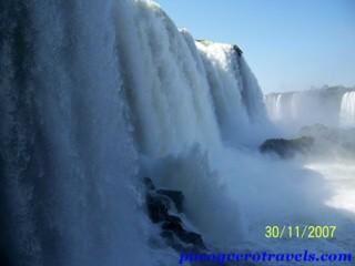 Las Cataratas de Iguazu desde el Agua, Aire y Tierra
