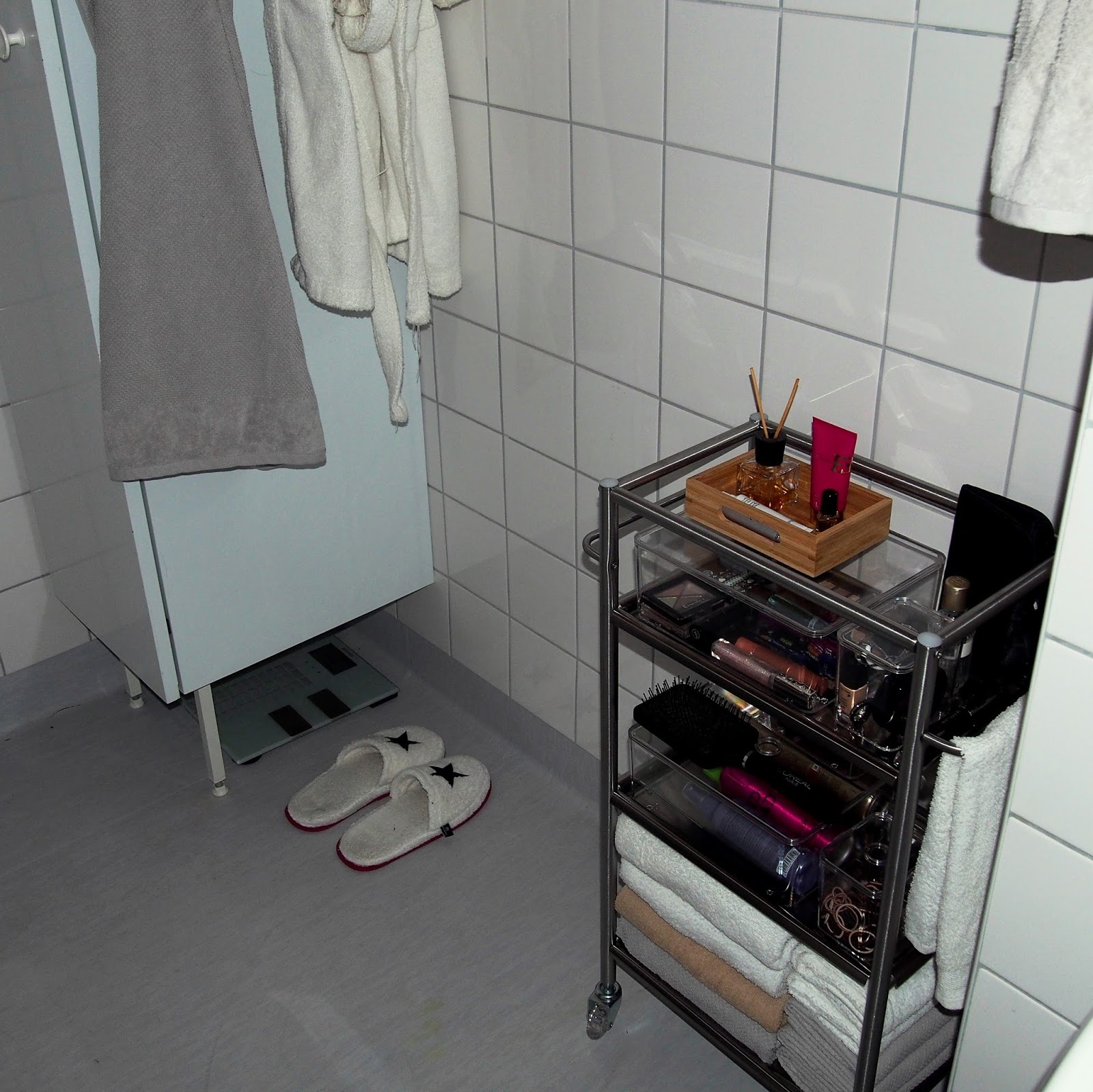 kylpyhuoneen sisustus, kaunis ja siisti vessa, pienen tilan sisustusratkaisut