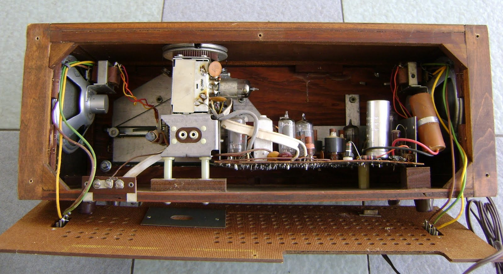 Kinta Valley Audio July 2011. For Sale Vintage Sears Silvertone Model 5022 Stereo Amfm Tube Radio 110v Power Input Made In Usavery Beautiful Solid Walnut Wood Body And Very Nice. Wiring. Zenith Radio Schematics Model C730 At Scoala.co